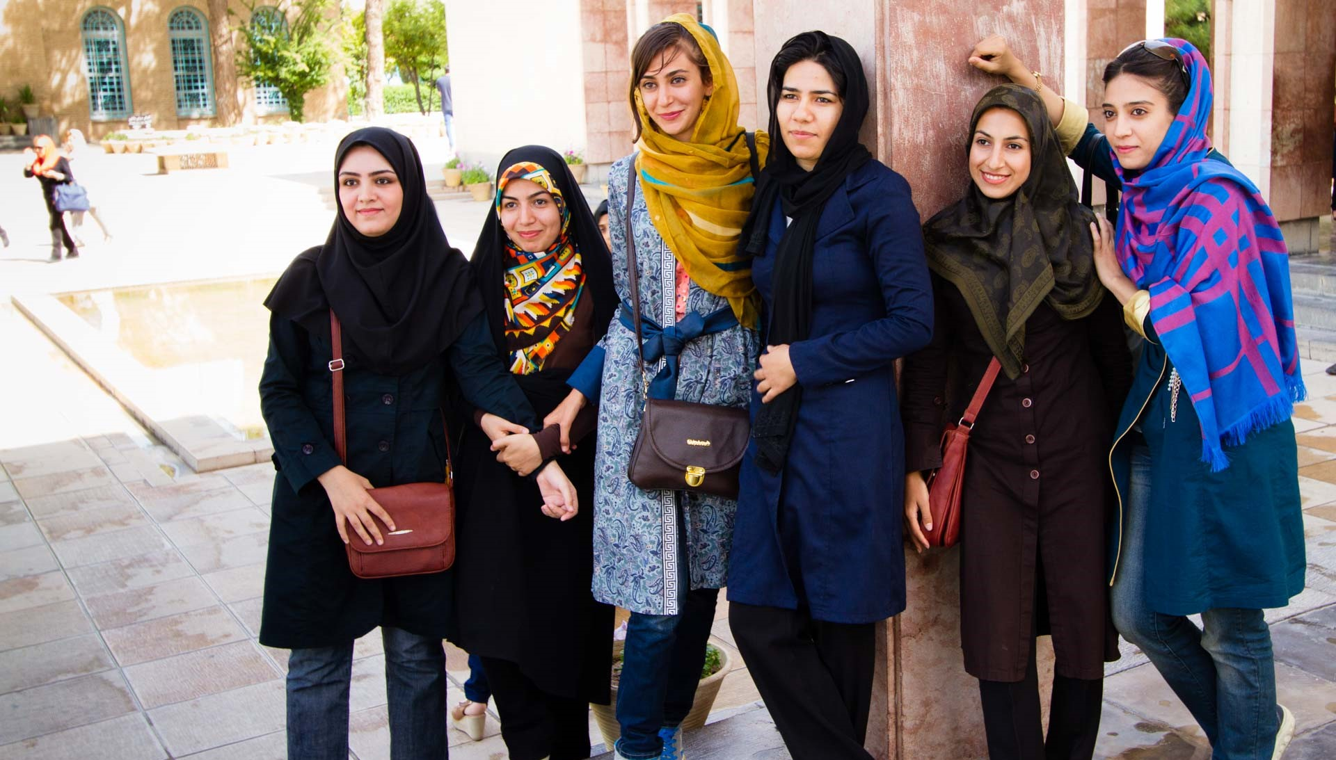 Iranian girls dress code